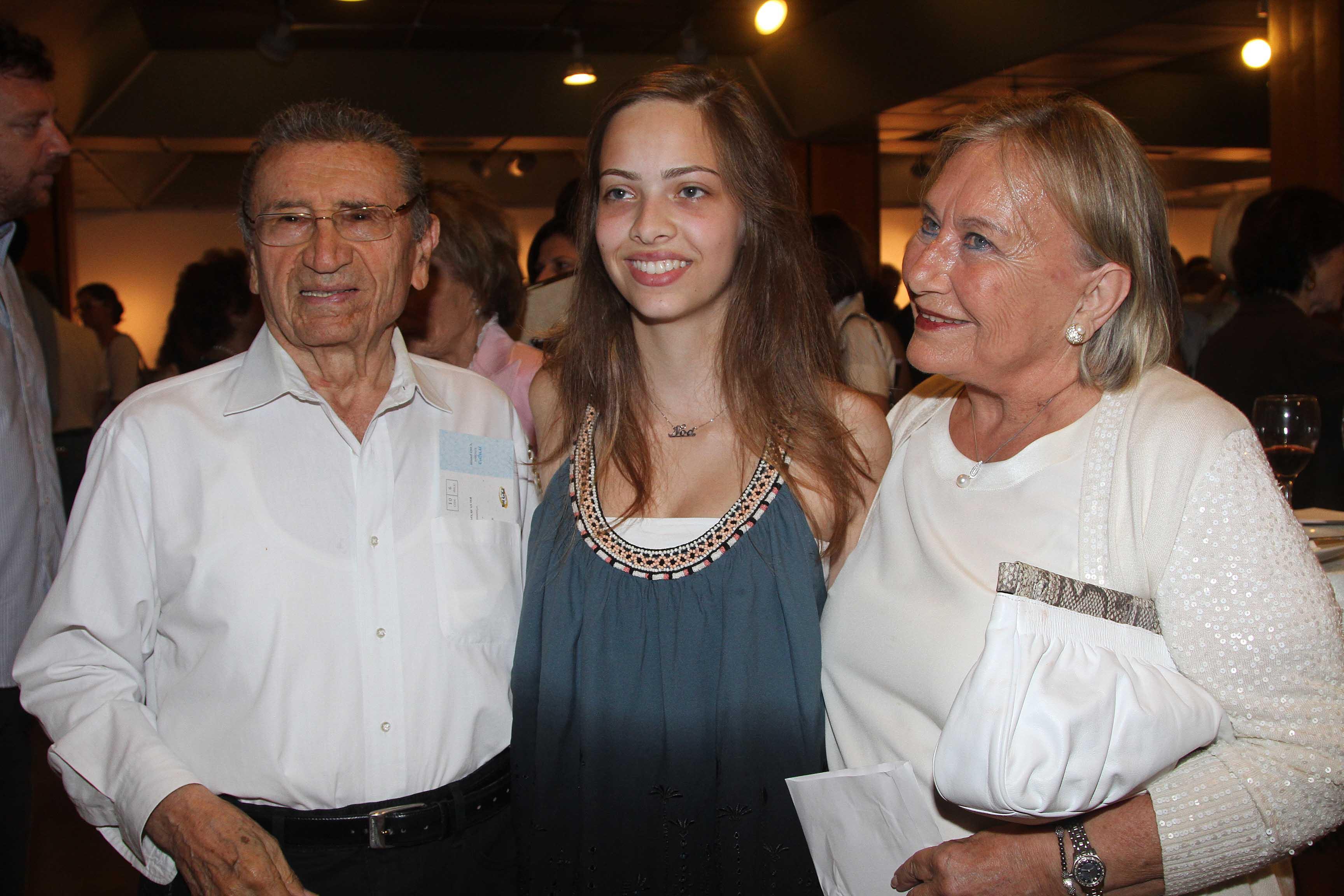 זהבה ויצחק דנקנר ובאמצע הנכדה יעל